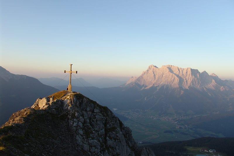 Blick auf das Wettersteingebirge mit der Zugspitze
